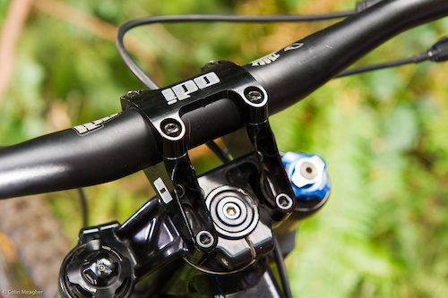 The ODI Flight Control Direct Mount Boxxer Stem measures in at 50mm. This stem features moto style clamping--the top two bolts are designed to bottom out, so only the bottom two bolts need be tightened to a torque setting.