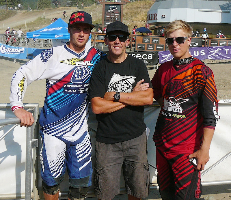 Steve Smith (Evil) with trainer Todd Schumlick and PerformX racer and Canadian National Champion Remi Gauvin.