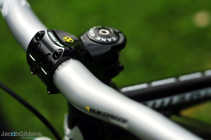 We tested these Warhead cockpit controls last year in the 760mm wide, 20mm rise option.  For 2011 there are now the options of 800mm and zero rise.  All come in the new Nukeproof color options.