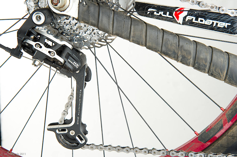 With a competitive retail price of $75 CAD, the Marvo XE rear derailleur is aimed at SRAM's X5 and Shimano's Deore range.<br><br><span style='font-size:17px'>Marvo XE rear derailleur details:</span><br><br>- 9 speed<br>- Long and short cage options<br>- Weight: 235 grams (<i>233 claimed</i>)<br>- Compatible with 9 speed Shimano running gear<br>- Colors: black, anodized red or gold (<i>$15 CAD upcharge</i>)<br>- MSRP $75 CAD