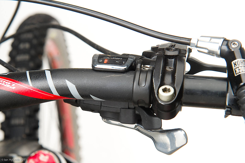 The Marvo XE shifter is practically useless. Not only does it require quite a bit of pressure on the thumb paddle to shift, it doesn't mate well with either Shimano or Avid brake perches - it was nearly impossible to reach the paddles without moving your hand from where you would normally have it. The culprit is its non-removable gear indicator window.