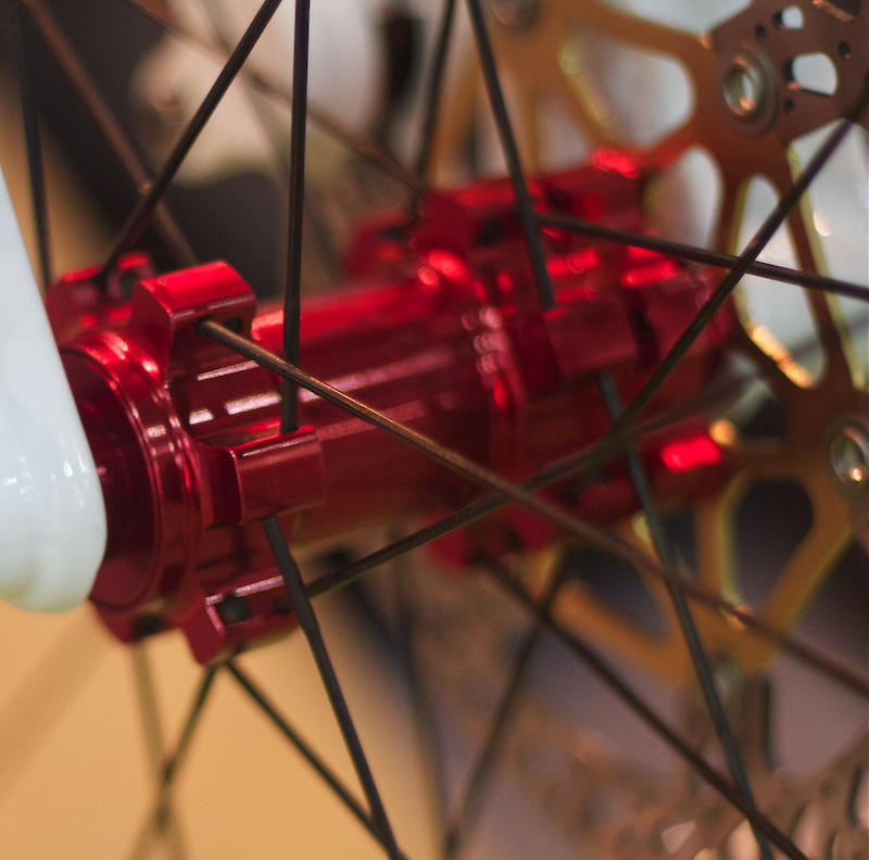 There are plenty of hub options for the new Carbon SRD wheels, including 9mm/15mm/20mm front and 9mm/12x135mm/12x142mm rear options.