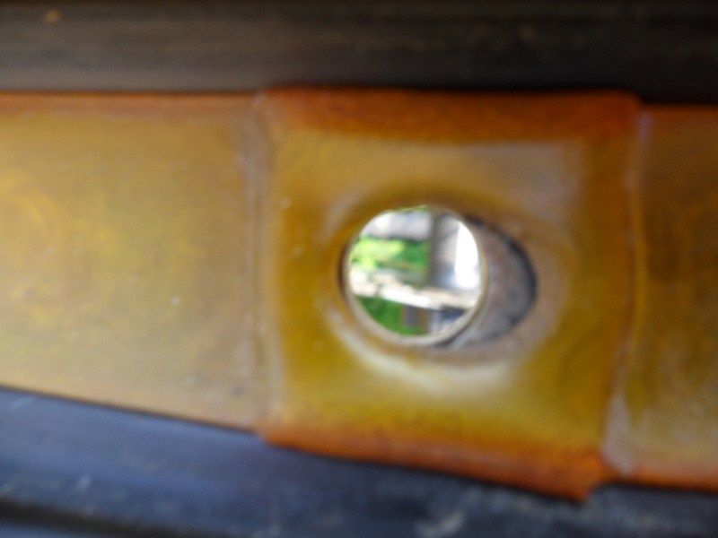 Hole for innertube (front wheel)