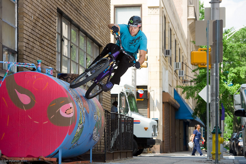 Jeff Lenosky wall rides a tank in New Jersey
