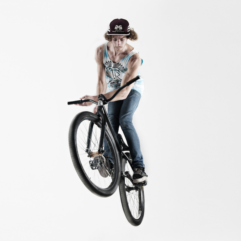 Oppo barspin on flatground in a photo studio