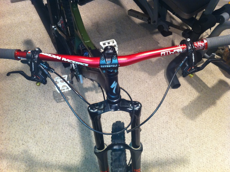 race face atlas bars, shimano saint brake levers, hussefelt stem