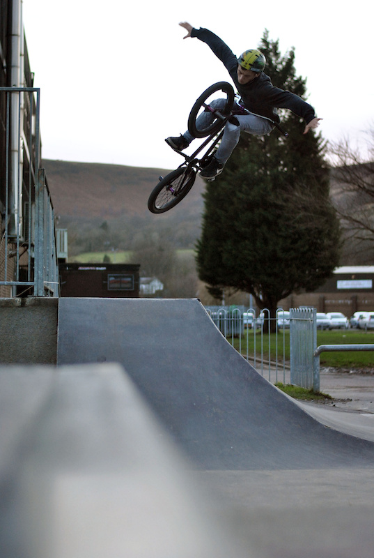 Tuck no-hander hip