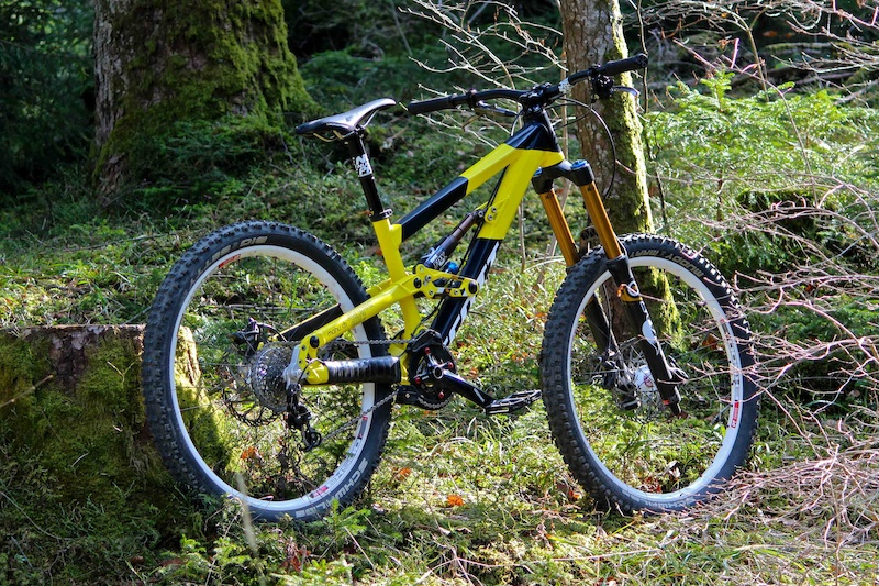 A real fun-bike The Scott Voltage FR. We are all riding the same bike but with different suspension set-ups and self-made designs.