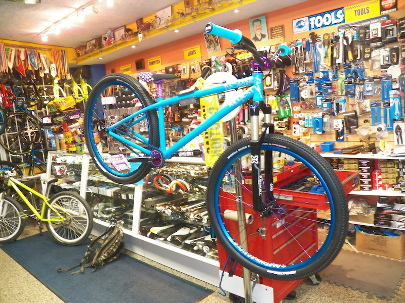 Milan's Custom build NS Majesty. ALL bought through ZM Cycle and Fitness. 24.2 lbs