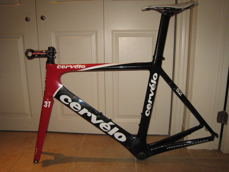2009 Cervelo S2 58cm frame, fork, headset, seatpost, saddle, stem, Shimano bb cups as shown.