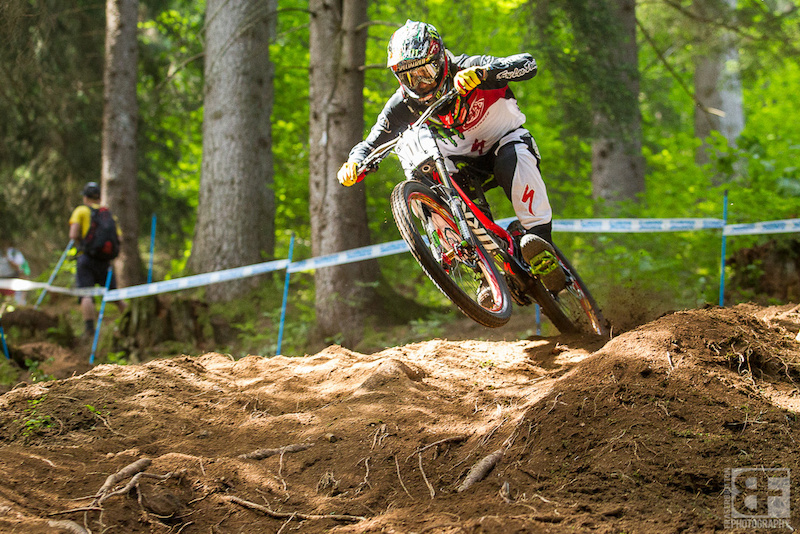 Hill had a decent run this morning his first real world cup DH run in 3 years. 2 seconds back off of Minnaar and he s looking for seconds walking the course late into the evening.