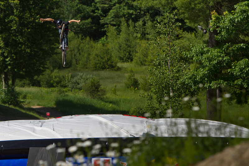 Big ol 360 tuck no hander. This kid is one to watch.