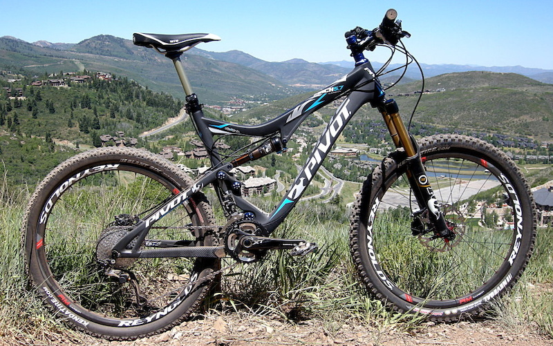 Pivot Mach 5.7 Carbon - Chilling on the way up the mountain at Park City.