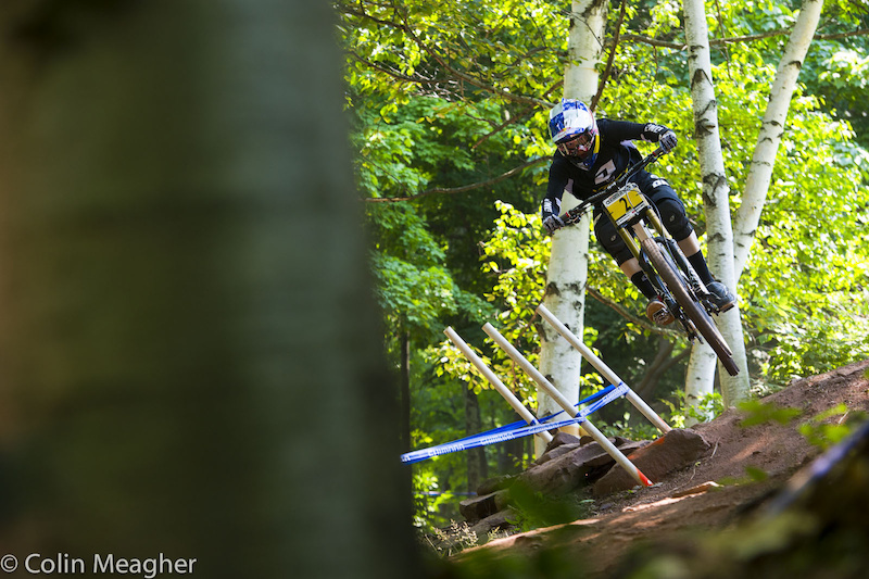 Rachel Atherton on course. Rachel was only 2 seconds up over Emmeline Ragot but on a track this short that will be a hard nut for Emmeline to crack.