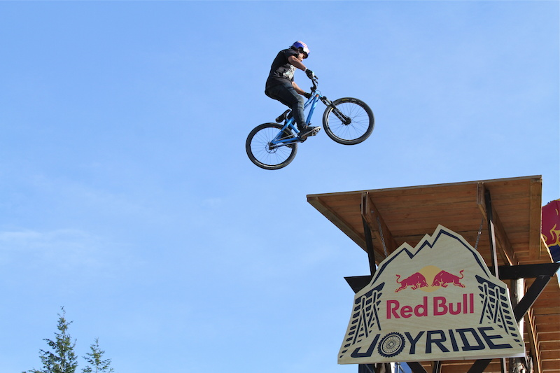 Yannick 3 s the Joyride drop during Crankworx
