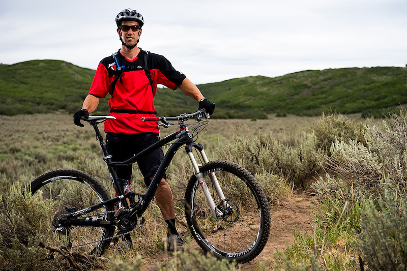 Eric Porter rides the Diamondback Sortie 29'er