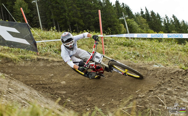 4th in qualifying proving Leogang was no fluke and seen here sporting her rainbow jersey at last....stay tuned