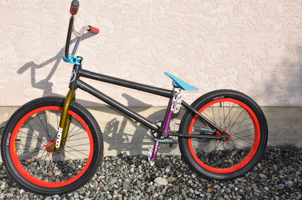 my new fbm custom frame #88 with colony dagger fork, snafu waymaker cranks, and hazard lite with g-sport hubs.
