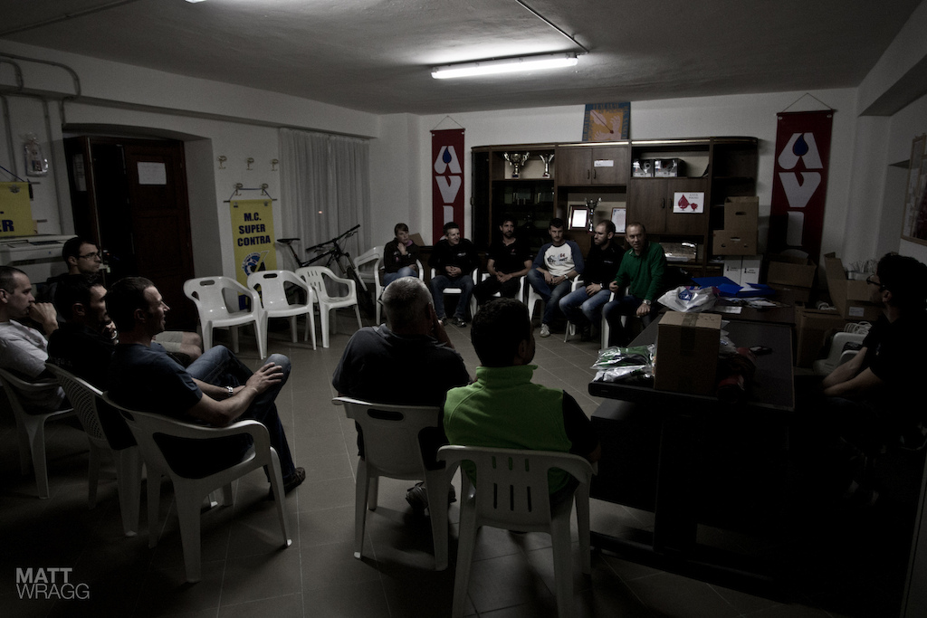 MTB i Gufi club meeting to prepare for the race.