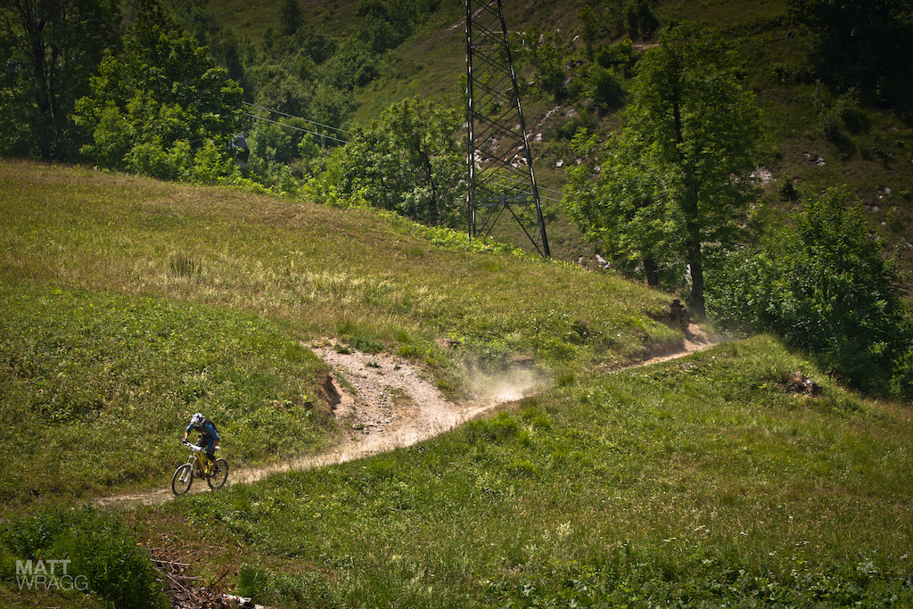 Manuel Ducci spriting towards the final section of singletrack.