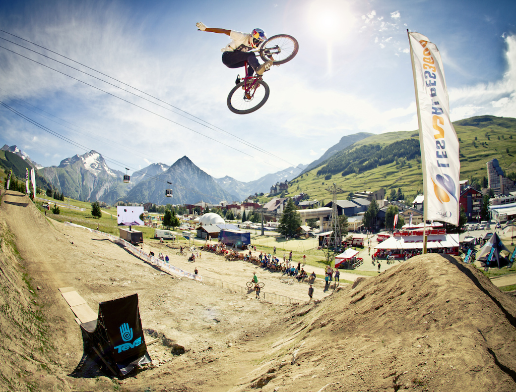 Kicking off the Slopestyle today with qualifiers and the Teva Best Trick contest and the course is already warming up with some big tricks being thrown - Laurence CE - www.laurence-ce.com