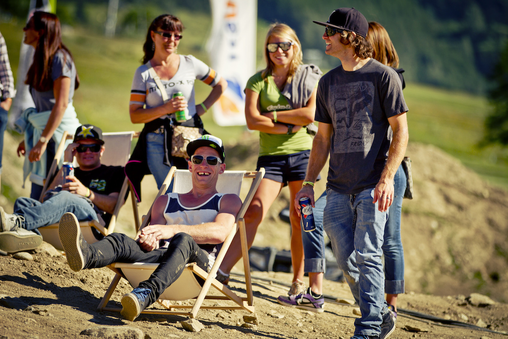 Tough life being a Slopestyle Superstar chilling in the sun - Laurence CE - www.laurence-ce.com