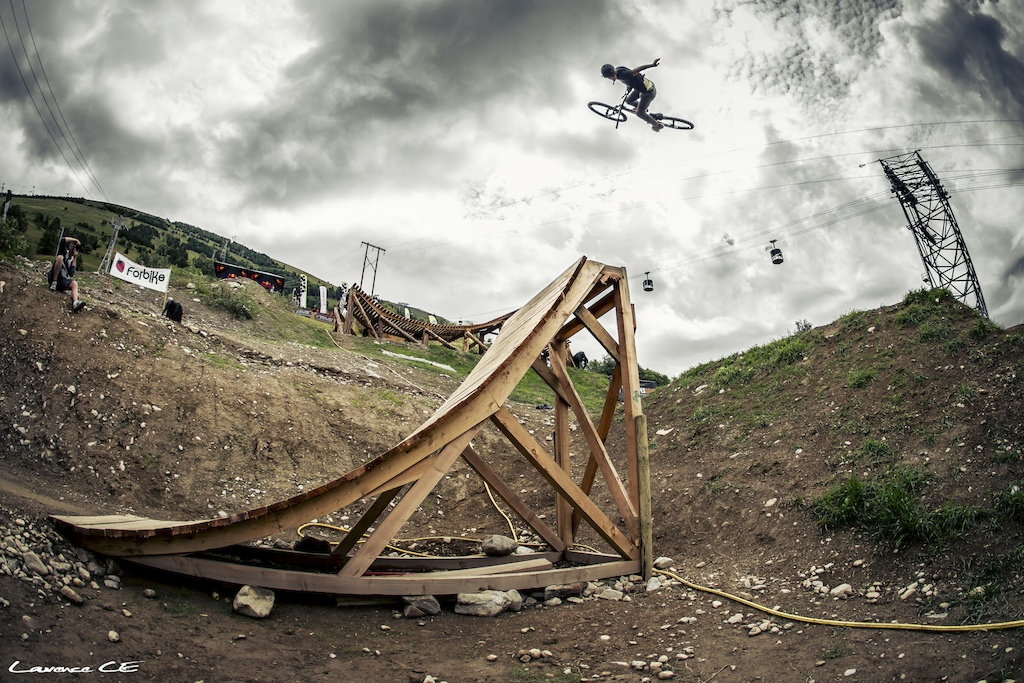 Big dumper 360 one hander from the french up and comer - Laurence CE - www.laurence-ce.com