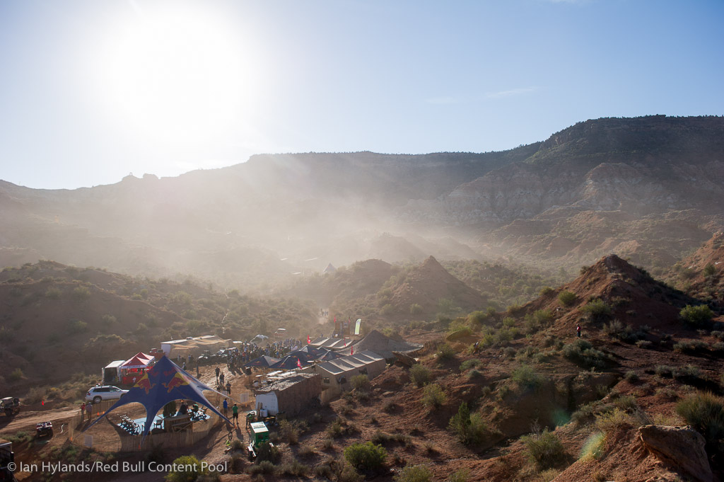 It was a dusty morning in the desert. As the riders meeting got underway the mountain was almost hidden for a while...