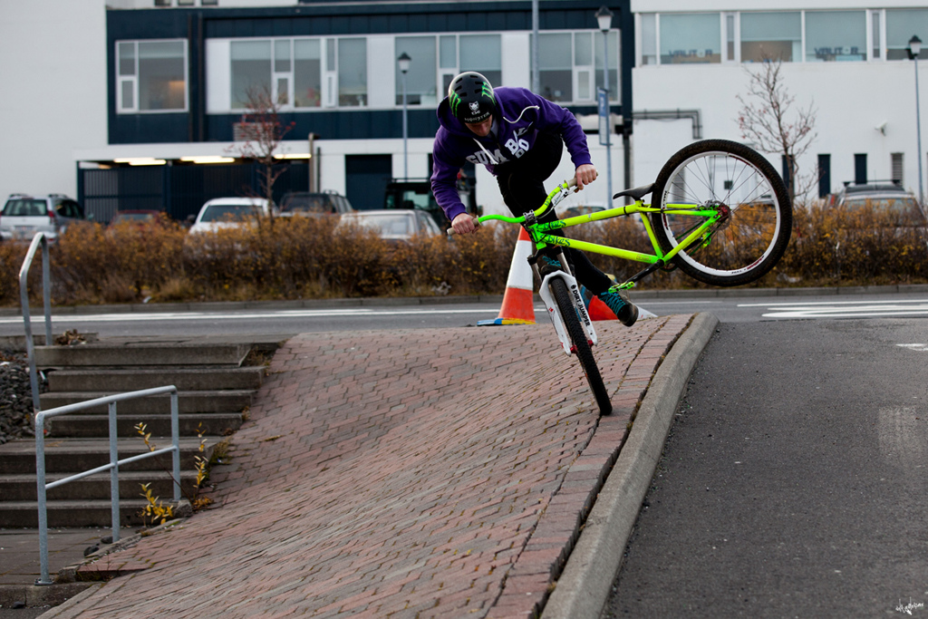 foot jam tailwhip